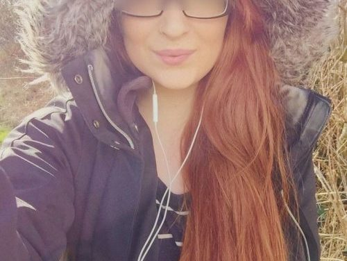 Belle fille rousse à Genève